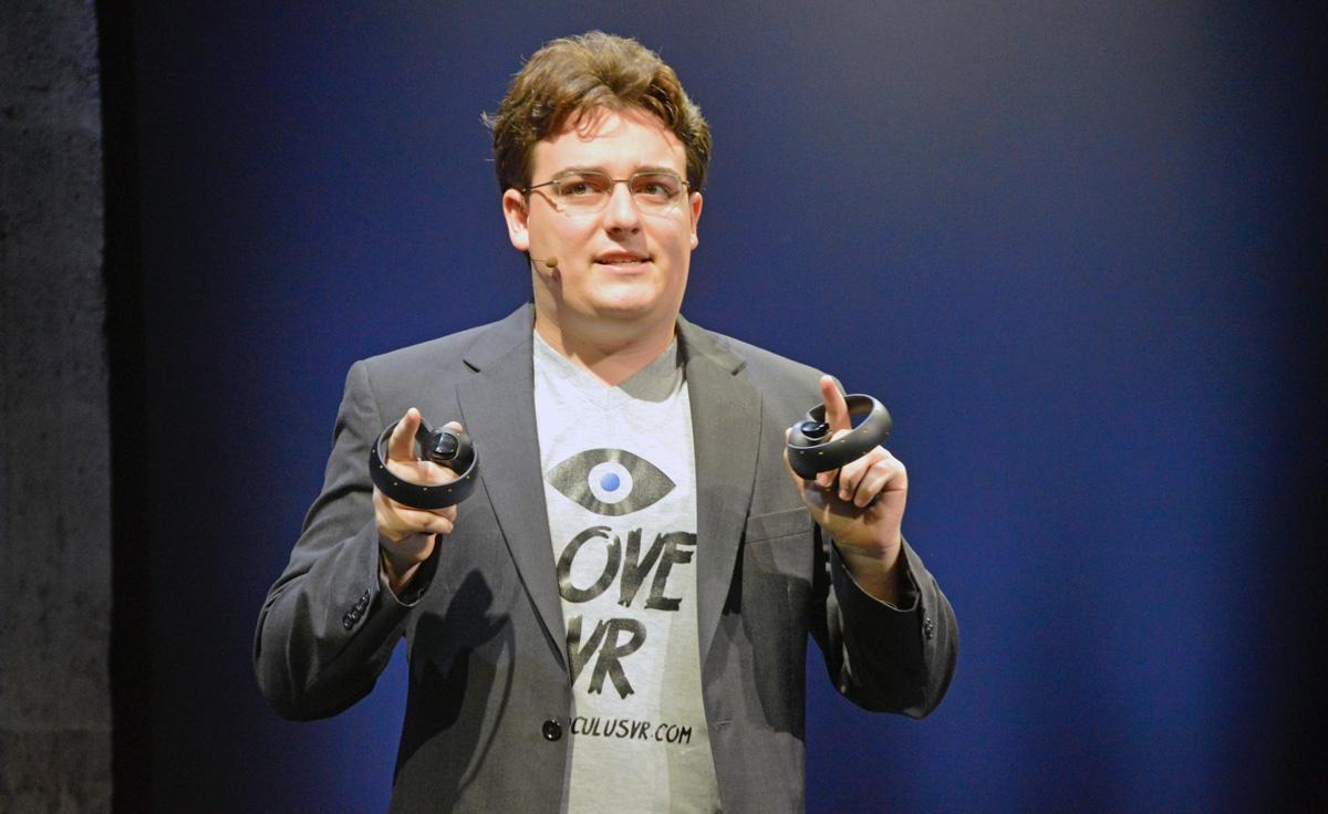 Творец шлема виртуальной реальности Палмер Лаки уволился из фейсбук