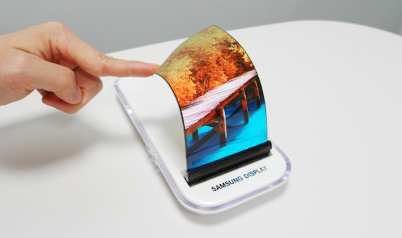 1-ый гнущийся смартфон Самсунг появится нарынке в 2019г.