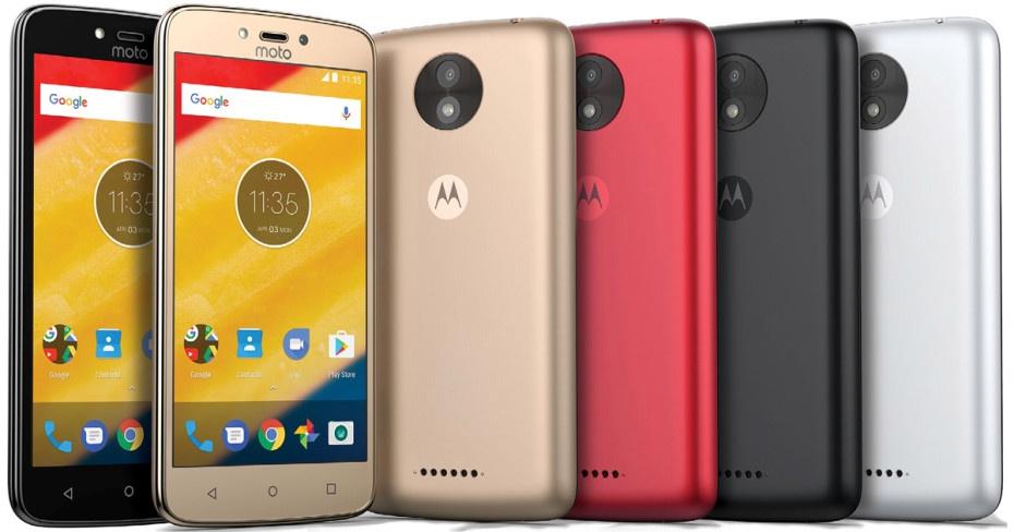 В Российской Федерации  сертифицированы мобильные телефоны  Moto CиMoto CPlus
