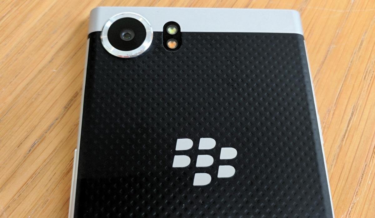 Вweb-сети интернет засветился новый смартфон BlackBerry