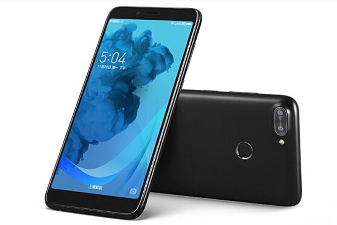 Lenovo K320t стал первым телефоном компании ссоотношением сторон 18:9