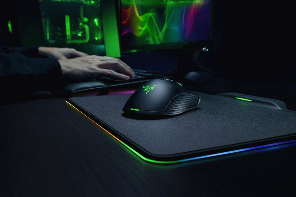 Razer представила мышь, которая заряжается отмагнитного коврика