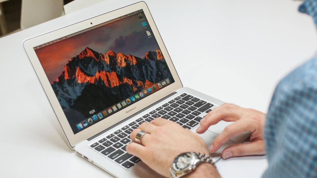 Слух в 2018 Apple выпустит бюджетный 13-дюймовый MacBook