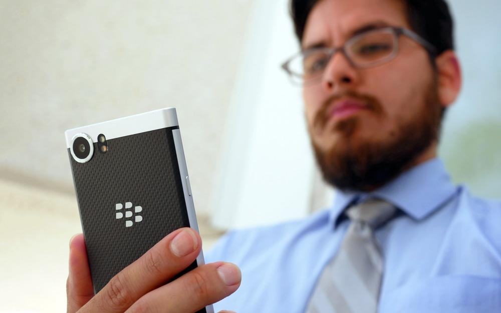BlackBerry подала в суд на Facebook Whats App и Instagram